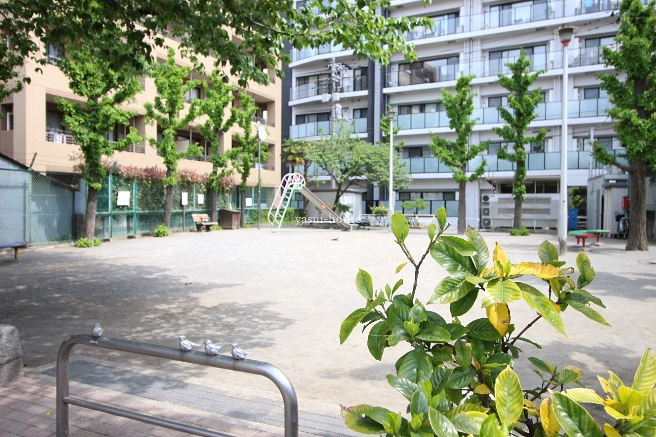 あすなろ児童遊園、水戸街道手前にあります