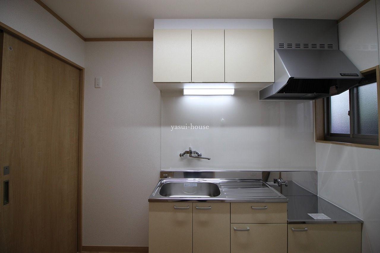 K 流しの左横に冷蔵庫が置けます