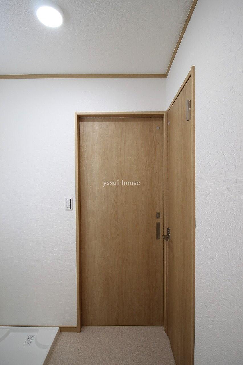 洗面脱衣室 正面がK、右側トイレ