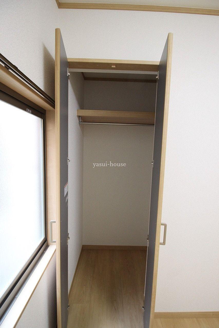 洋室4.5 クローゼットには枕棚とポール付