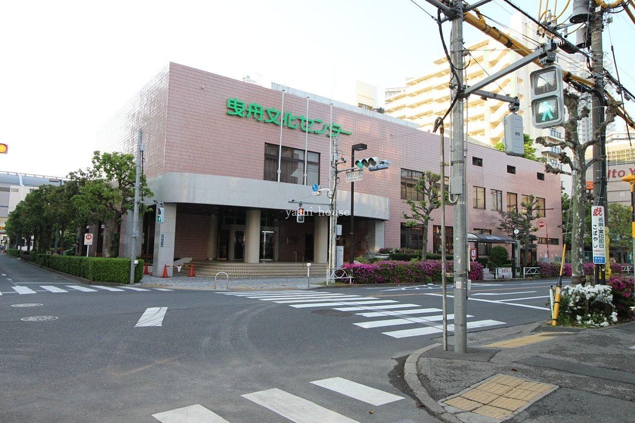 目の前に都バス(錦40)「墨田区曳舟文化センター」バス停があります