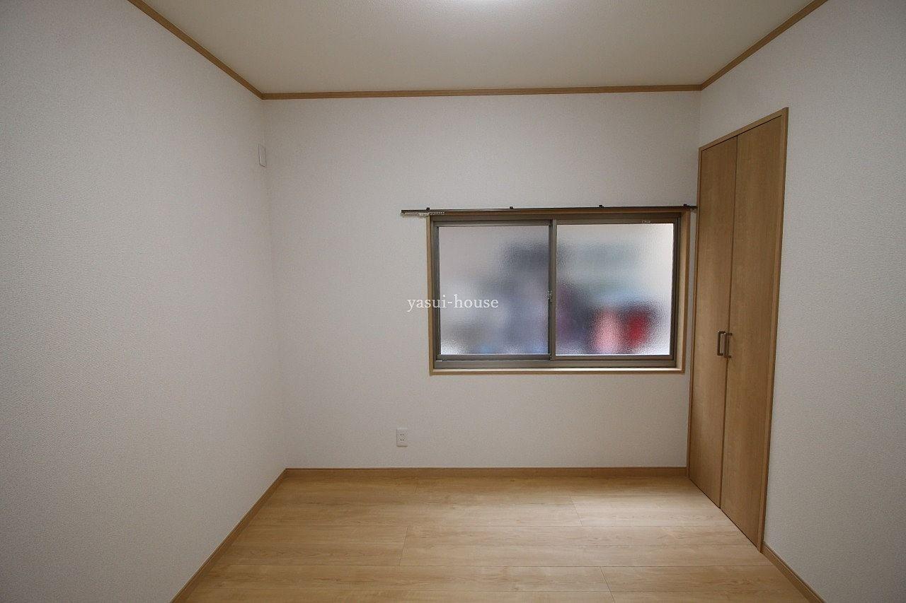 洋室4.5 窓とクローゼット付