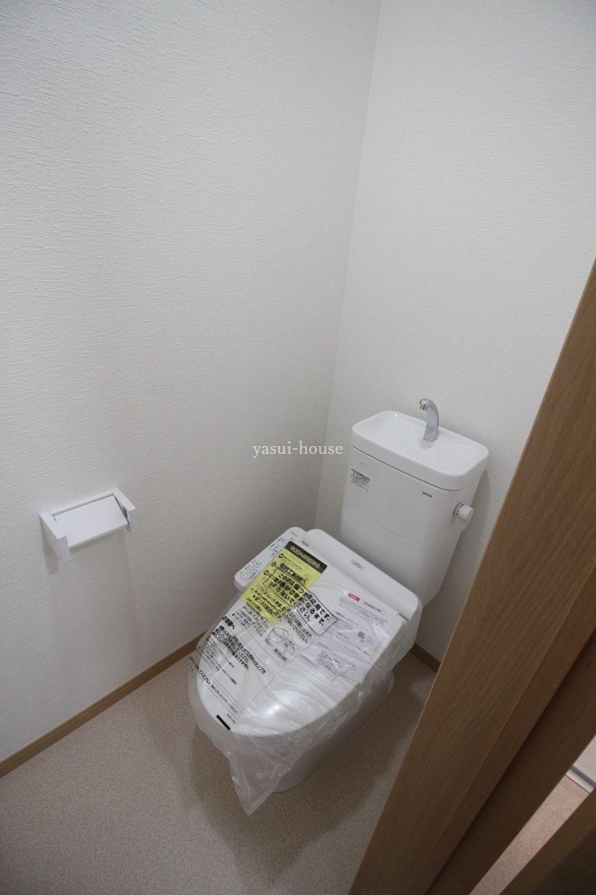 トイレ 新品。ウォシュレット付き。TOTO製