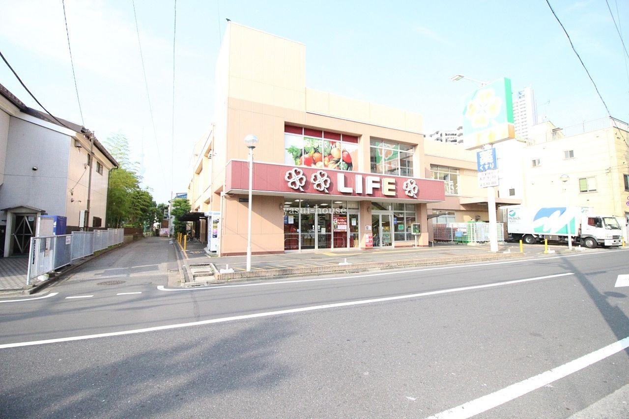 ライフ 東向島店の右側先には八百七青果があります