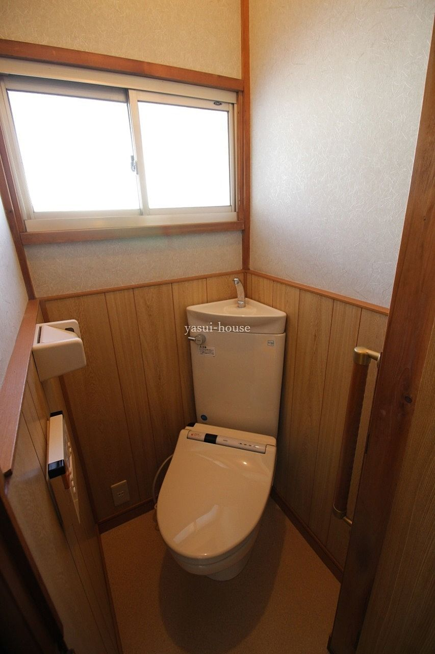 2階トイレ 窓付き