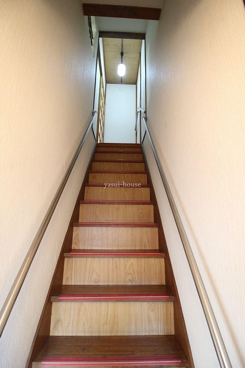 階段 両側に手すり付き