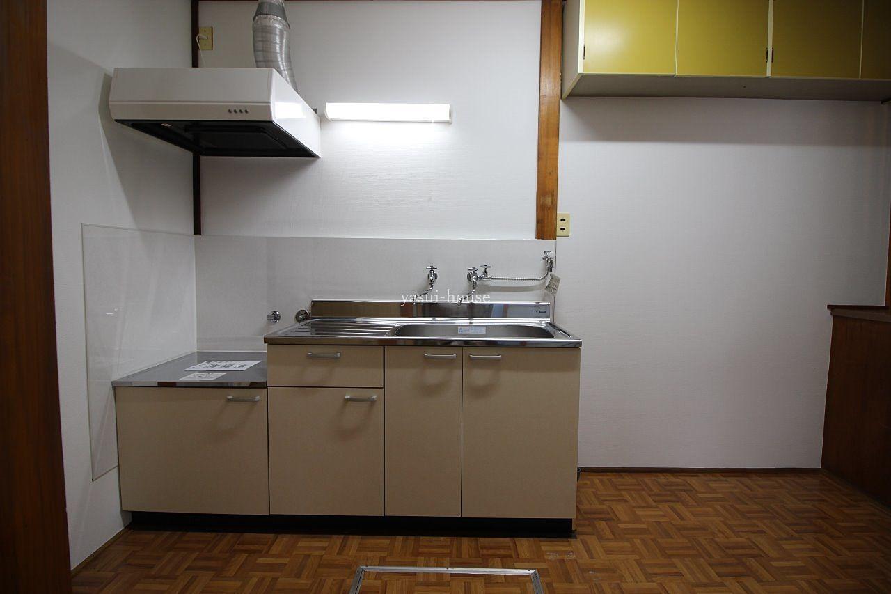 シンクの右側が洗濯機置場