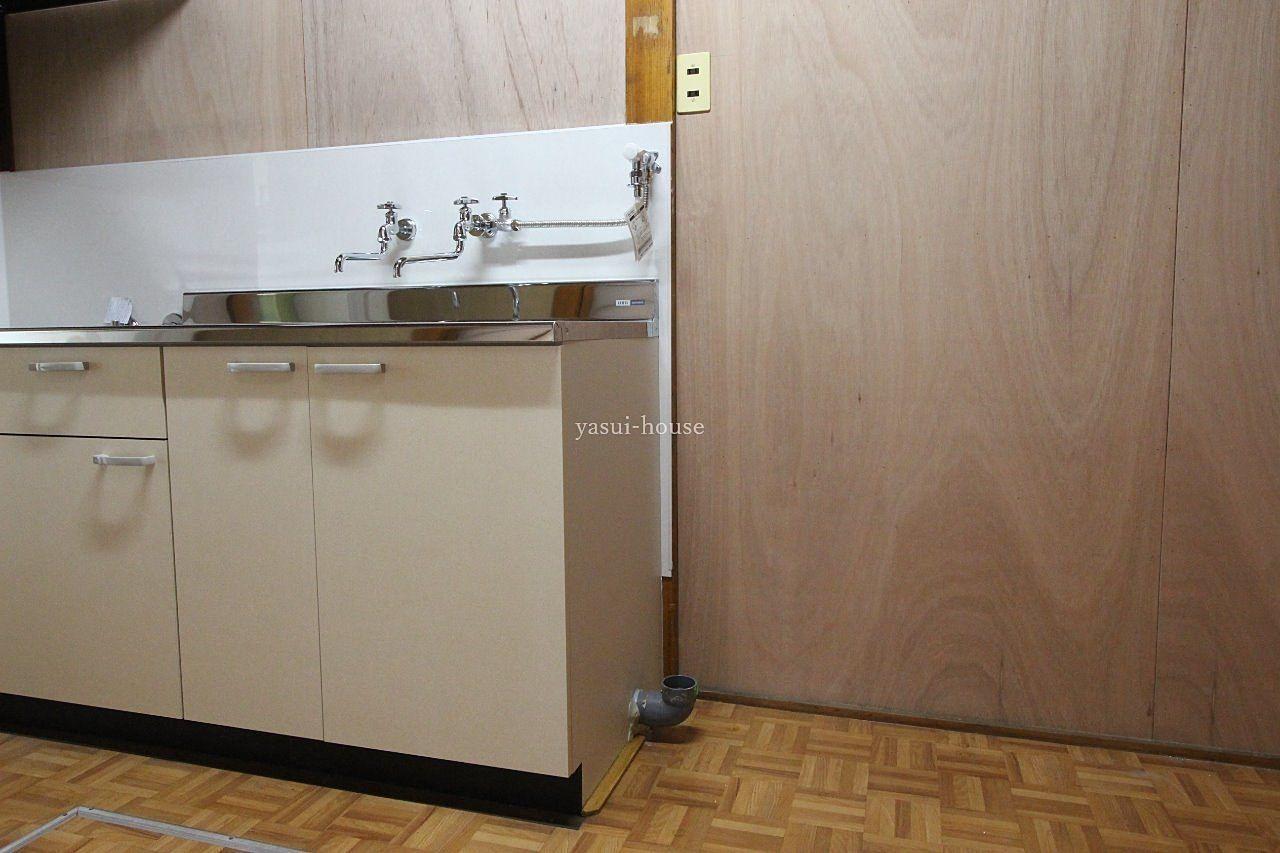 流し台の右側が洗濯機置き場