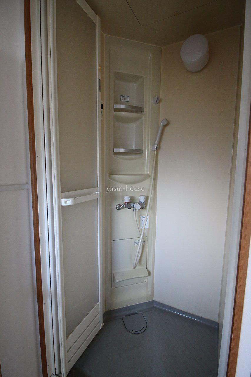 畳半畳の大きさのシャワー室