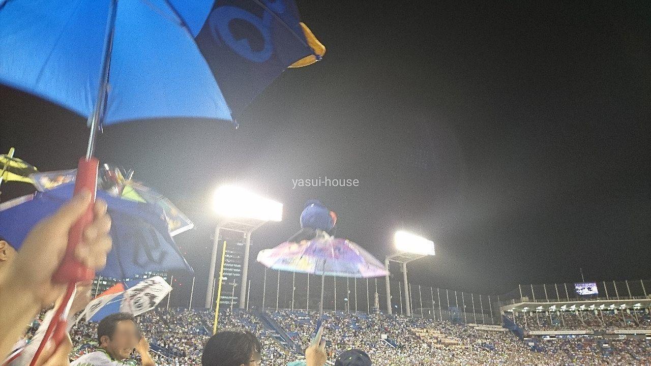 色とりどりのマスコット傘 @神宮球場
